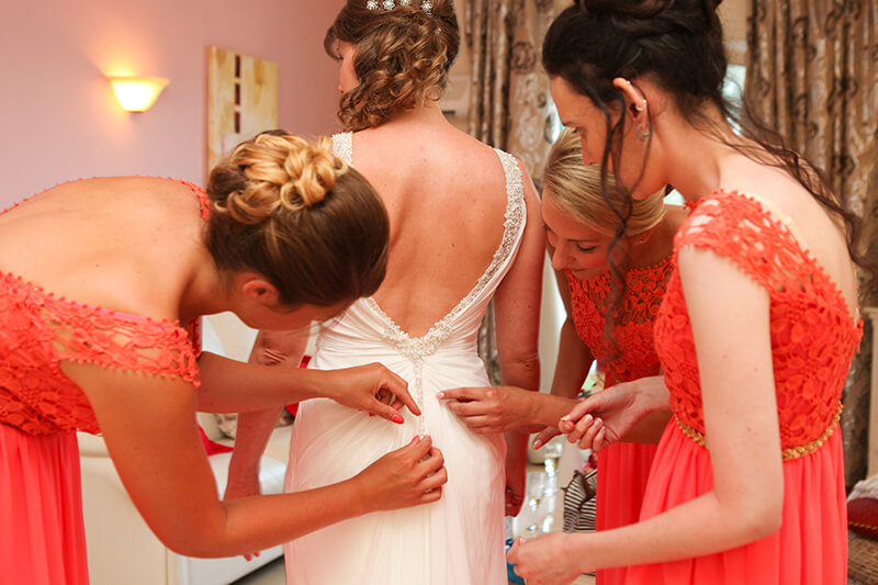 Wedding traditions and superstitions from the worls
